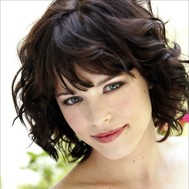 20-beautiful-and-easy-medium-bob-hairstyles-for-women-at-any-age_14