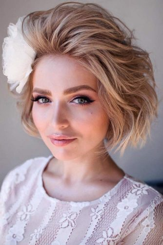 Bob Accessorized Hairstyles For Christmas Party #shorthairstyles #christmashairstyles #hairstyles #bobhairstyles