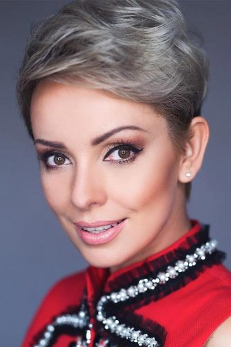 Charming Blonde Pixie Haircuts picture2