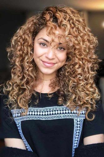 Curly Shaggy Hair With Bangs #longshaghaircut #shaghaircut #haircuts #longhair
