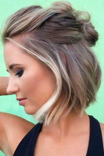 Half Up Hairstyles For Christmas Party #shorthairstyles #christmashairstyles #hairstyles #bobhairstyles