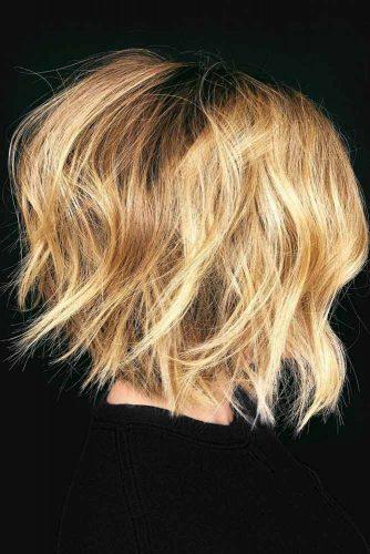 Messy Inverted Medium Bob Haircuts #mediumbob #haircuts #bobhaircuts #invertedbob