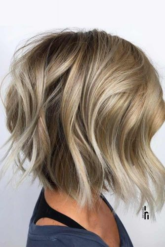 Wavy Inverted Medium Bob Haircuts #mediumbob #haircuts #bobhaircuts #invertedbob