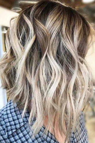 A line Wavy Medium Shag Hairstyle #shaghairstyles #shaghaircuts #mediumlength #hairstyles #blondehighlights