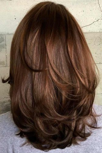 Amazing Ideas of Medium Haircuts for Perfect Look picture 5