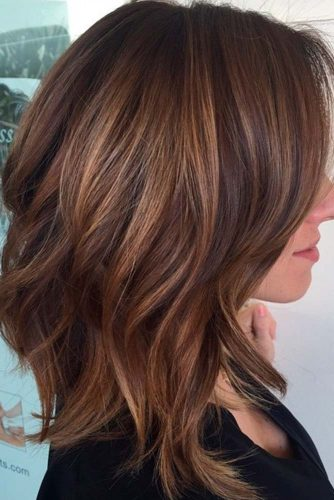 Amazing Ideas of Medium Haircuts for Perfect Look picture 6