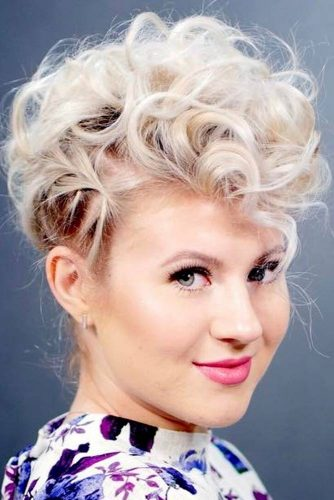 Blonde Easy Updo Hairstyles For Short Hair #shorthairstyles #shorthair #hairstyles #bobhairstyles #updo