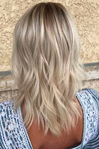 Chic Layered Haircut for Medium Length Blonde Hair #blondehairstyles #mediumlenghthair