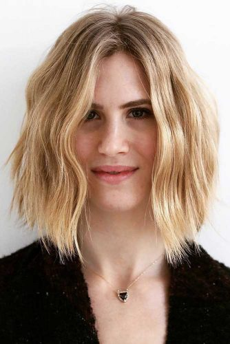 Cool Wavy Inverted Blonde Bob #shorthaircuts #bobhaircut #blondehair #invertedbob