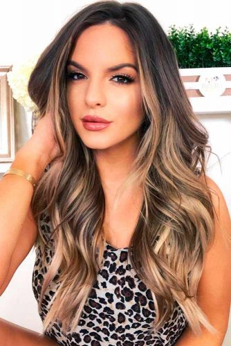 Dark Brown Hair With Blonde Highlights #darkbrownhair #blondehighlights