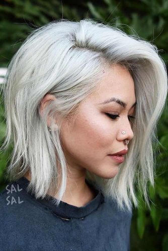 Deep Side Parted A-Line Bob #bobhaircut #alinebob #blondehair #platinumblonde #sidepart