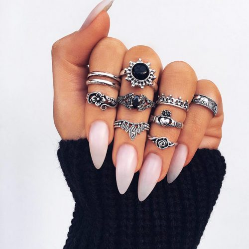 Glamorous Nude Almond Nails for Any Outfit Picture 1