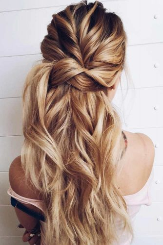 Half Up Messy Hairstyle #hairstylesforthinhair #hairstyles #thinhair #hairtype #halfuphairstyle