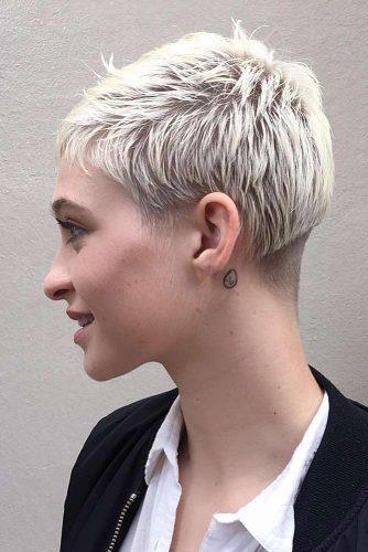 Side Swept Pixie Layered Haircut #shorthaircuts #pixiecut #layeredpixie