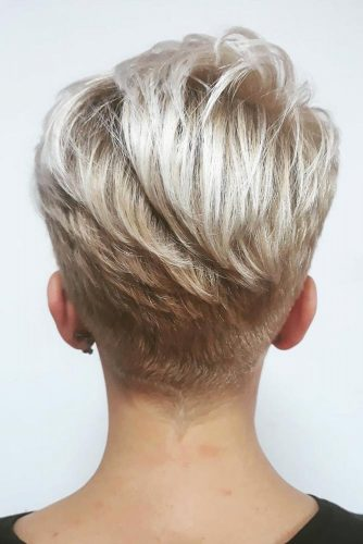Icy Blonde Pixie Hairstyle #shorthair #shorthairstyles #hairstyles #pixiehaircut #icyblondehair