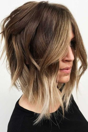 Inverted Shoulder Length Bob With Disheveled Waves #mediumhair #wavyhair #bob