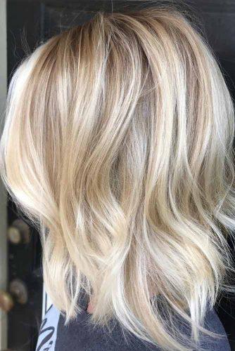 Layered Wavy Medium Length Haircuts For A Round Face #mediumlengthhaircuts #mediumhair #haircuts #longbob #blondehighlights