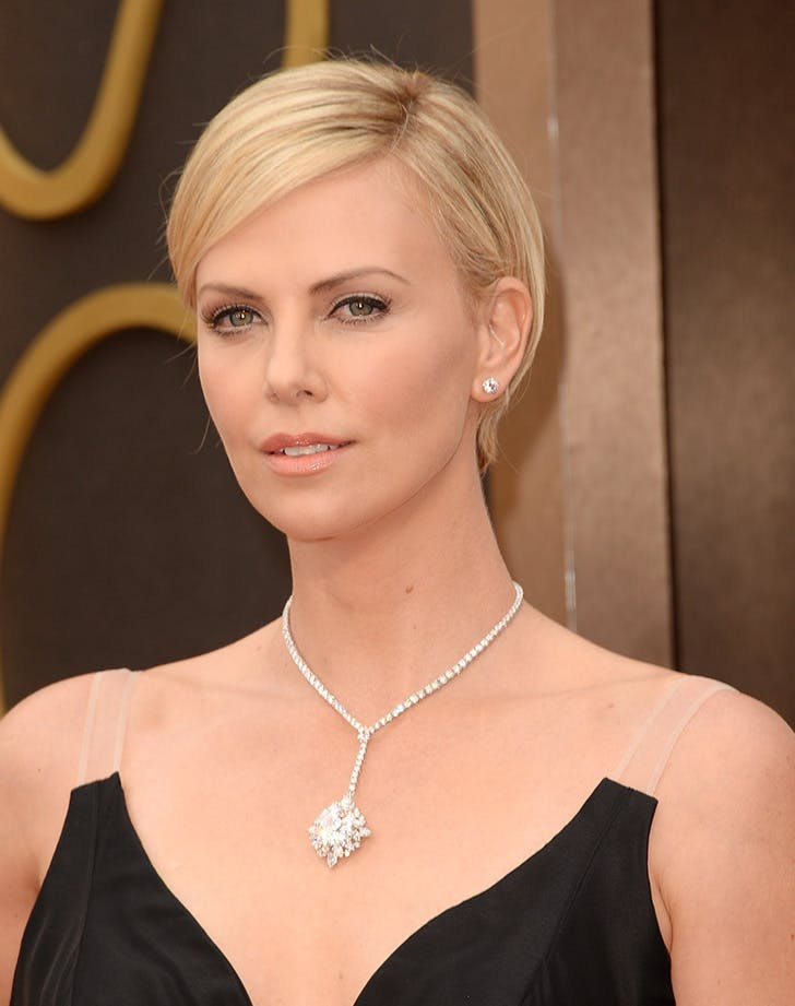 long pixie haircut charlize theron4