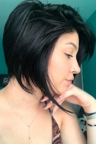 Medium Hair Layered Hairstyles With Side Bang #sidebang #brunette #bobcut #bobhaircuts