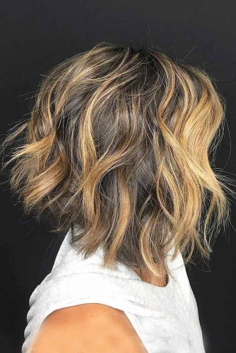Medium Inverted Bob For Light Curly Hair #invertedbob #blondebalayage #messyhair #layeredhair