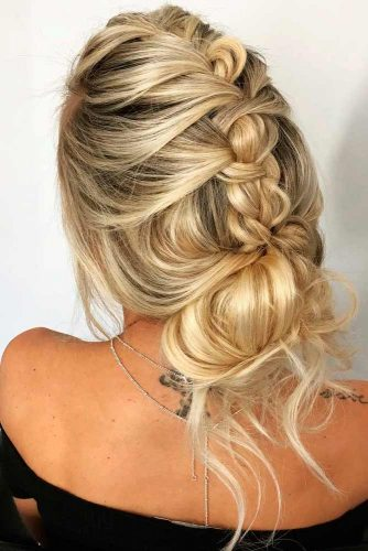 Messy Braided Bun #messyhairstyles #bunhairstyles