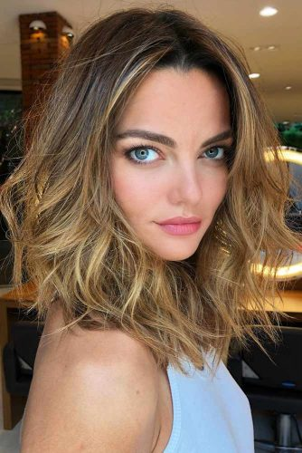 Middle Parted Shoulder Length Hair #shoulderlengthhair #mediumhairstyles #hairstyles #wavyhair #longbob