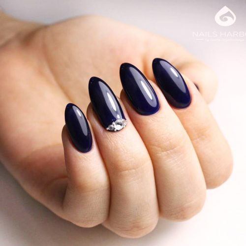 Navy Blue Almond Nails For Dark Colors Lovers #navybluenails