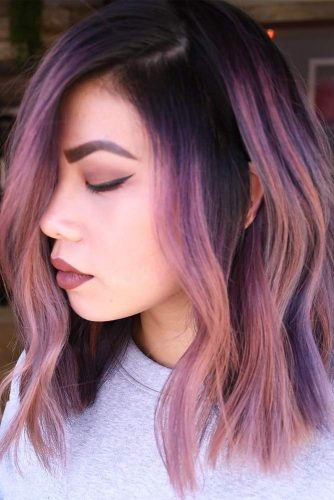 Purple Wavy Shoulder Length Bob #mediumlengthhairstyles #mediumhair #hairstyles #wavybob #purplehighlights