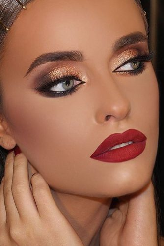 Sexy Makeup with Red Lipstick picture 2