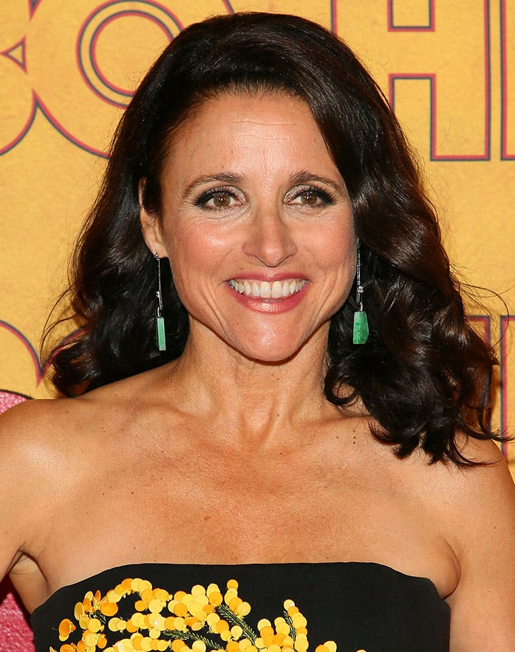 shoulder grazing layers julia louis dreyfus40