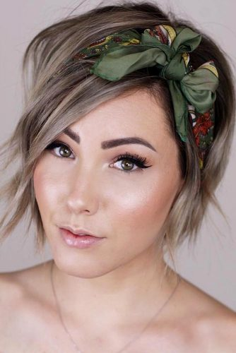 Side Parted Pixie Bob Haircut With Headscarf #pixiebob #haircuts #hairstyles #headscarf