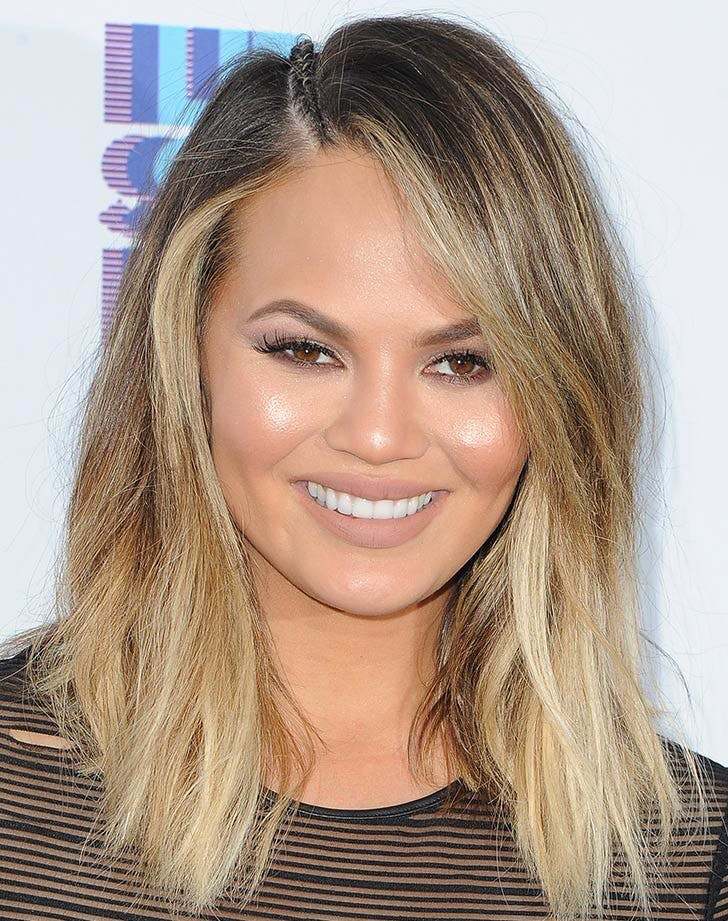 side swept bangs chrissy teigen31