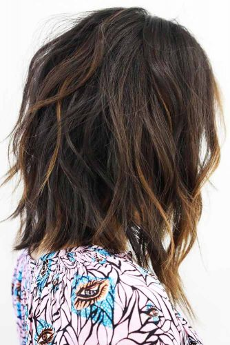 Soft Wavy Bob Haircut With Accentuating Highlights #mediumhair #bob #wavyhair