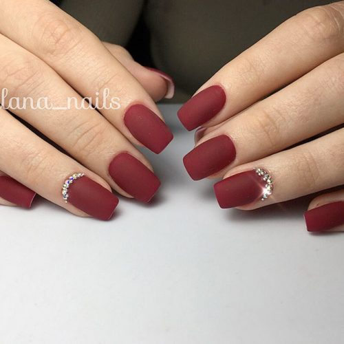 Stylish Short Matte Burgundy Nails #rhinestonesnails #mattenails