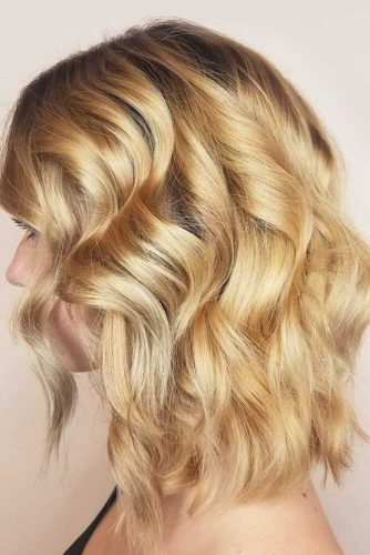 Trendy Beach Wavy Hairstyles Sandy Color #beachhairstyles #wavyhair #mediumlengthhairstyles #longbob #sandycolor