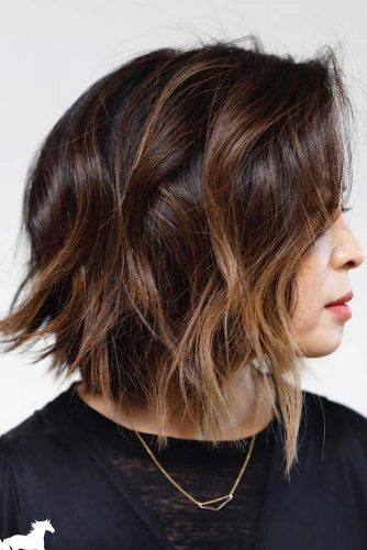 Wavy Long Bob With Chestnut Highlights #shoulderlengthhair #longbob #hairstyles #wavyhair #chestnuthighlights