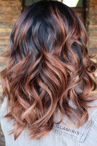 Wavy Medium Hairstyles #mediumlengthhairstyles #mediumhair #layeredhair #hairstyles