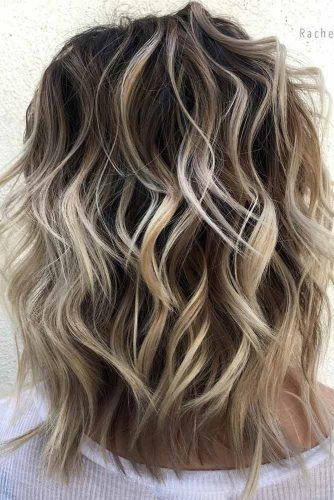 Wavy Shoulder Length Layered Haircuts #shoulderlengthhair #layeredhaircuts #mediumhair #haircuts