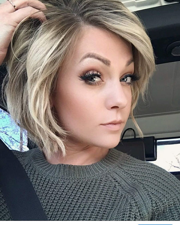 Side-Part-Blonde-Bob Best New Bob Hairstyles 2019
