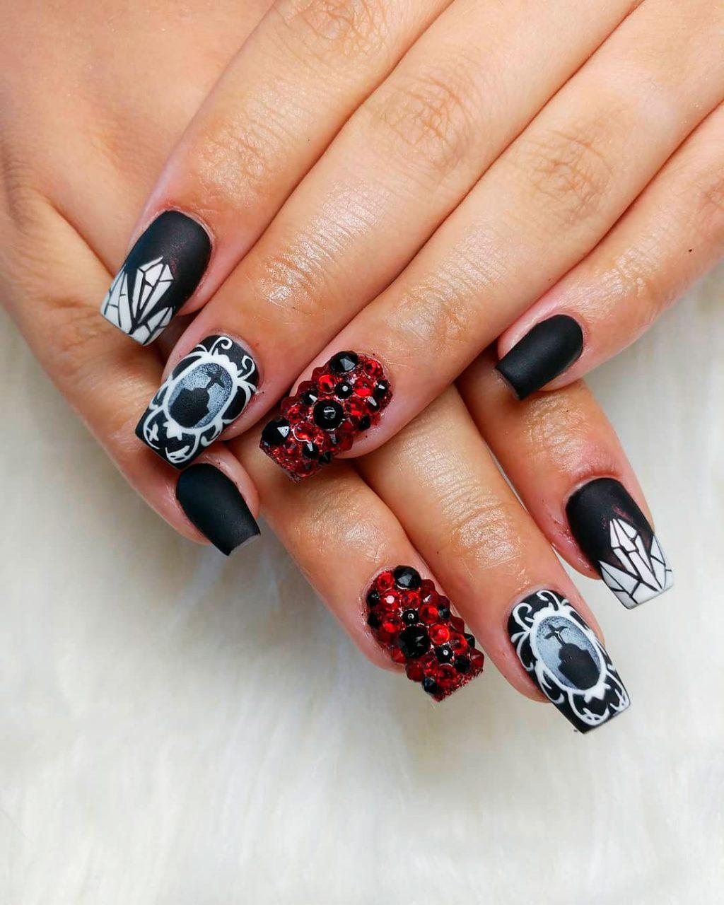 One of the Creepy black Halloween nail ideas!