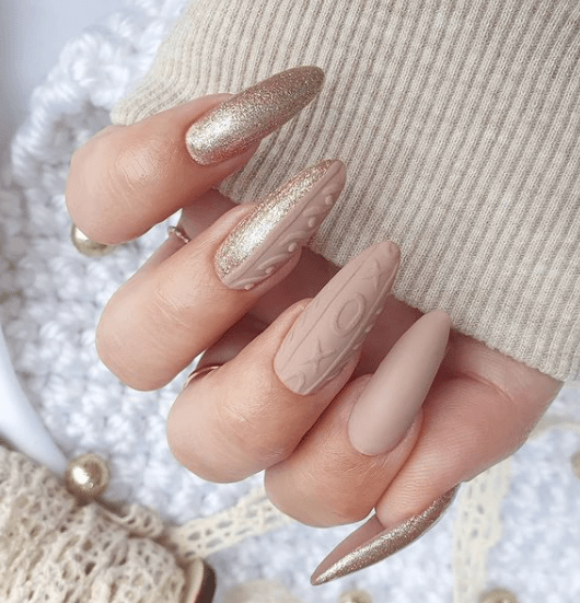 gold and beige christmas nail design idea