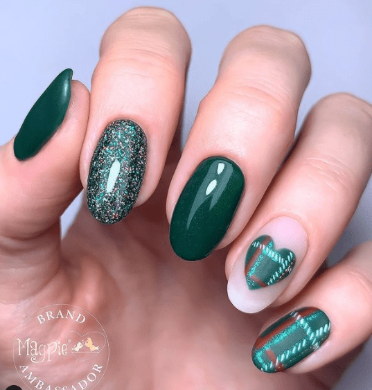 green plaid festive nail designs