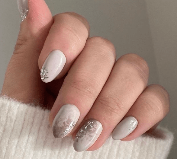simple nude holiday nail design
