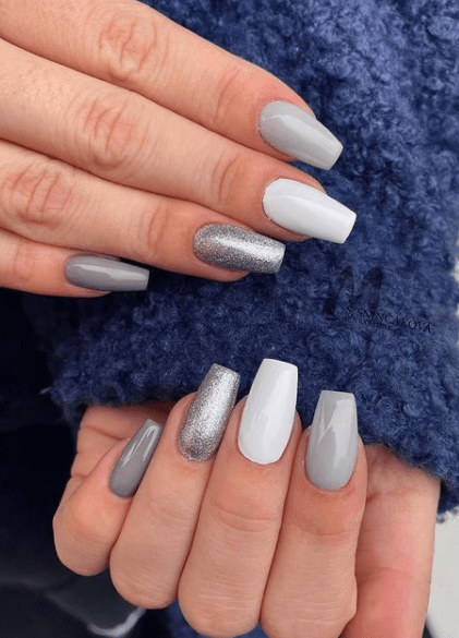 white and silver holiday nail ideas